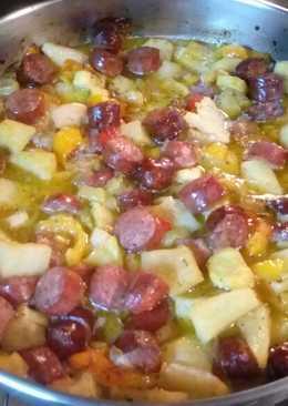 Λουκάνικα φούρνου με ποικιλία ψητών λαχανικών