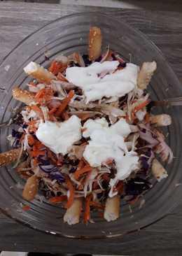 Σαλάτα λάχανο-καρότο και κοτόπουλο
