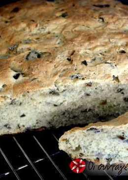 Σπιτικό ψωμί με ελιές και μυρωδικά