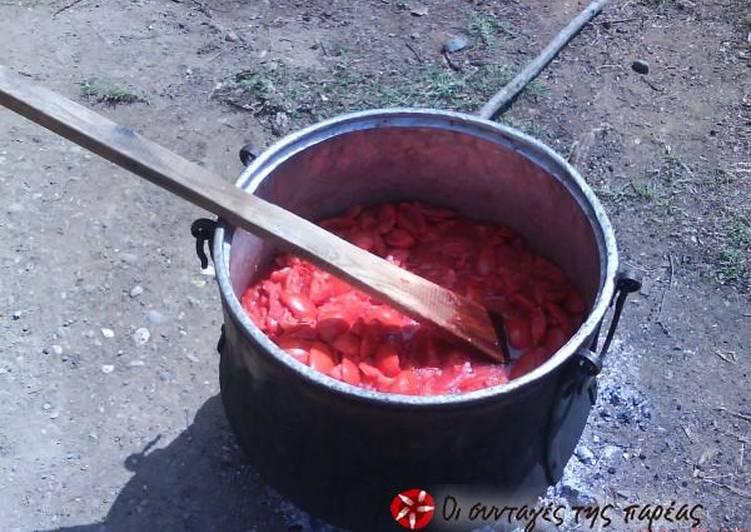 Σπιτική σάλτσα σε βάζα