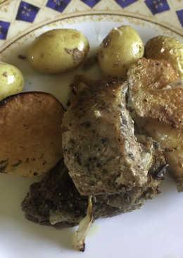 Χοιρινό με κυδώνια και πατατούλες στο φούρνο