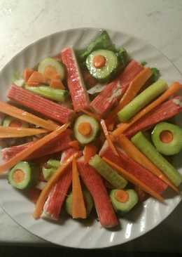 Μια Μαρούλια, 🍅 αγγούρι,κρεμμύδι,Σουρίμι καβουριού με καρότο!!!