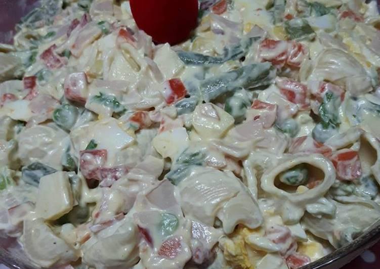 Πασχαλινή ρώσικη σαλάτα με ζυμαρικά
