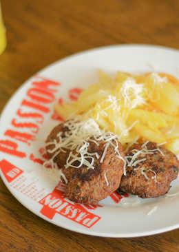 Μπιφτέκια στο τηγάνι με πατάτες