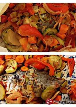 Τσιπούρα στη λαδόκολλα με λαχανικά
