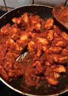 Φιλέτο Κοτόπουλο στο τηγάνι με κόκκινη σάλτσα