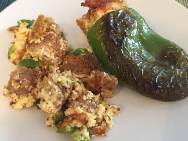 Γεμιστές πιπεριές με αυγά και τυρί