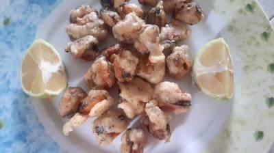 Μύδια τηγανητά με χυλό