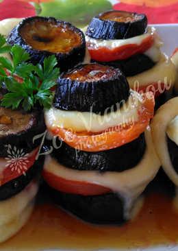 Πυργάκια μελιτζάνας με ντομάτα, τυρί και σως μπαλσάμικου