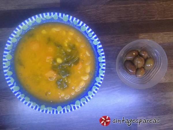 Φασολάδα παραδοσιακή χυλωμένη με κουρκουμά