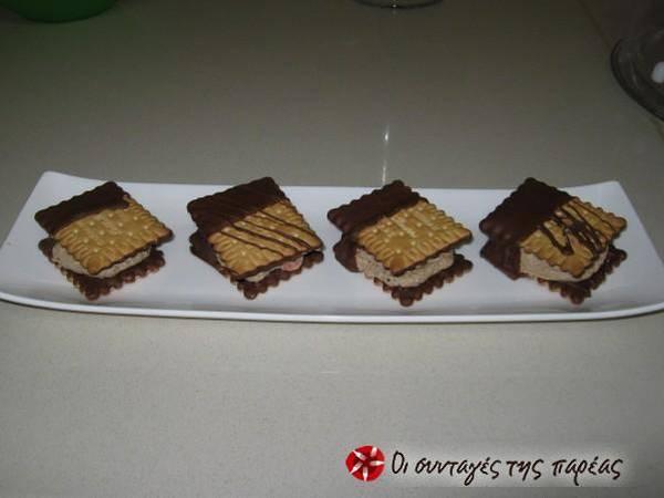 Ατομικά Sandwich Πτι-Μπερ σοκολάτας με γέμιση