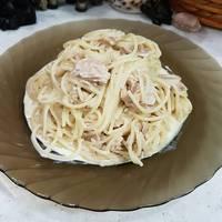 Спагетти в сливочном соусе с морским коктейлем