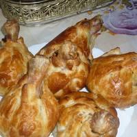 Куриные голени в слоеном тесте