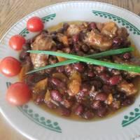 Фасоль тушеная с овощами и куриной грудкой