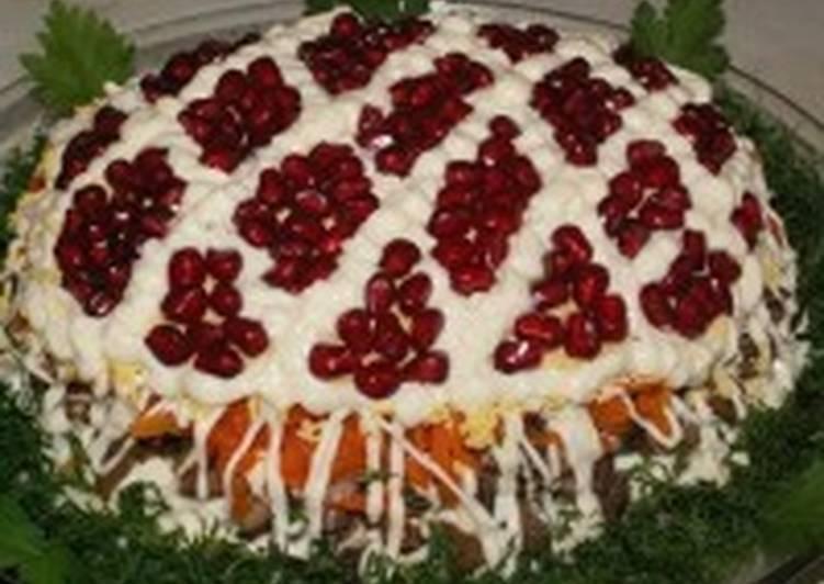 Салат новогодний с телятиной и грибами «Сказка»