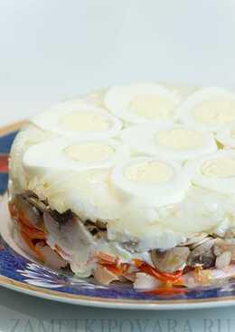 Слоеный салат с шампиньонами, копченой курицей и корейской морковью