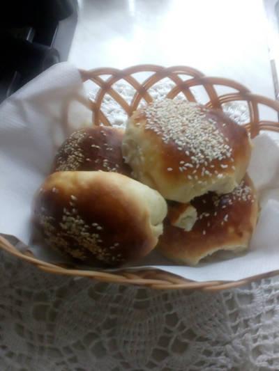 Булочки с кунжутом на картофельном пюре