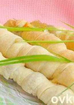 Грибная закуска в слоеном тесте на шпажках