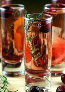 Коктейль-пунш с вином и шампанским «Лафайет»