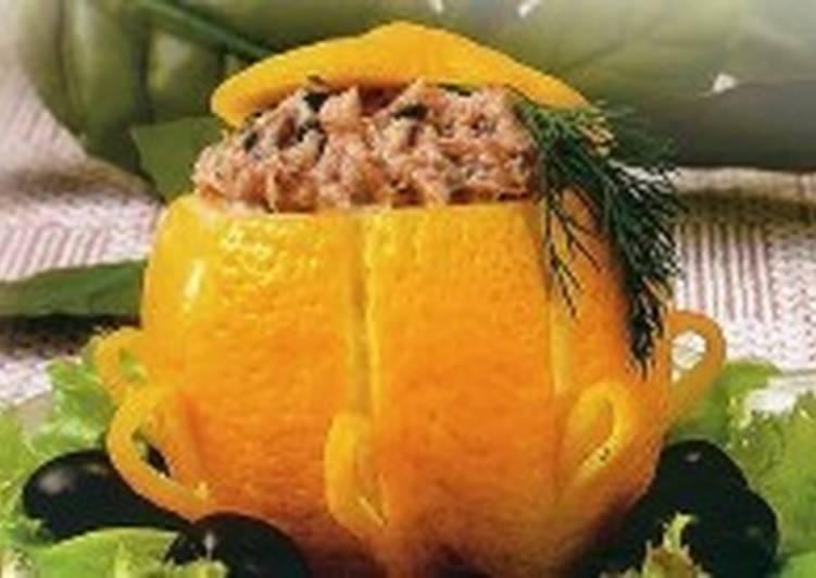 Фаршированный сардинами лимон