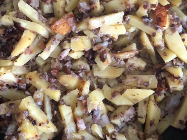 Жареная картошка на сале и с грибами