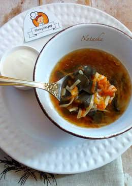 Суп с лесными грибами и яичной лапшой