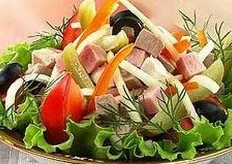 Салат овощной с мясным ассорти