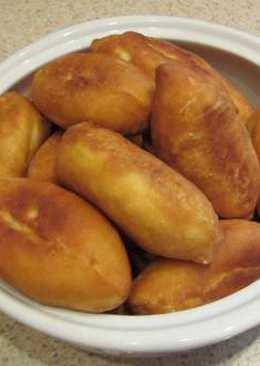 Жареные пирожки с начинкой из груздей и риса