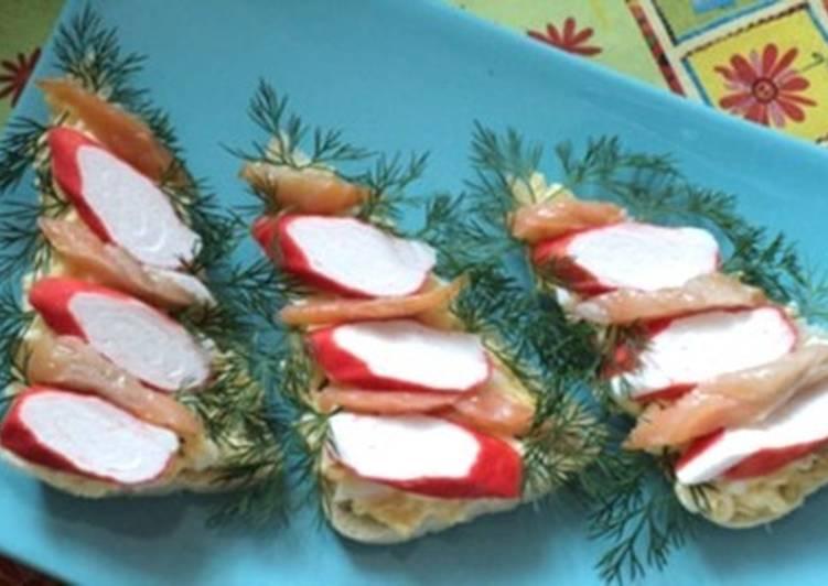Новогодние бутерброды с крабовыми палочками «Ёлочки»