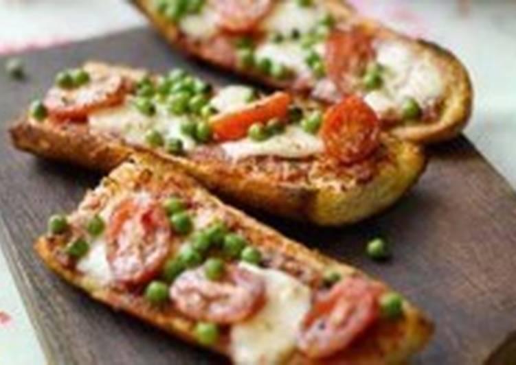 «Пицца» на французском хлебе