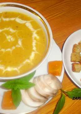 Крем-суп из запеченной тыквы с чесноком, жареными грибами ароматными сливочными сухарями