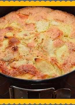 Заливная шарлотка с яблоками - десерт на скорую руку