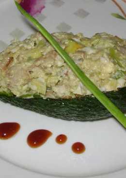 Простой салат с авокадо, с курицей и с сыром, простой рецепт
