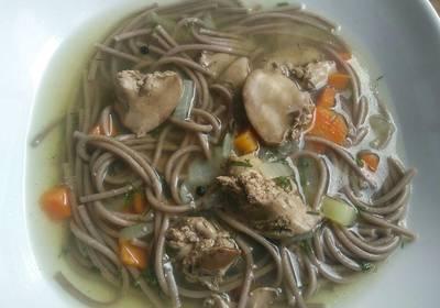 Суп с куриной печенью и гречневой лапшой