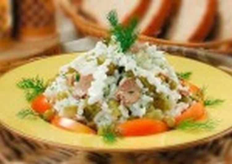 Салат из печени трески с рисом и яйцами