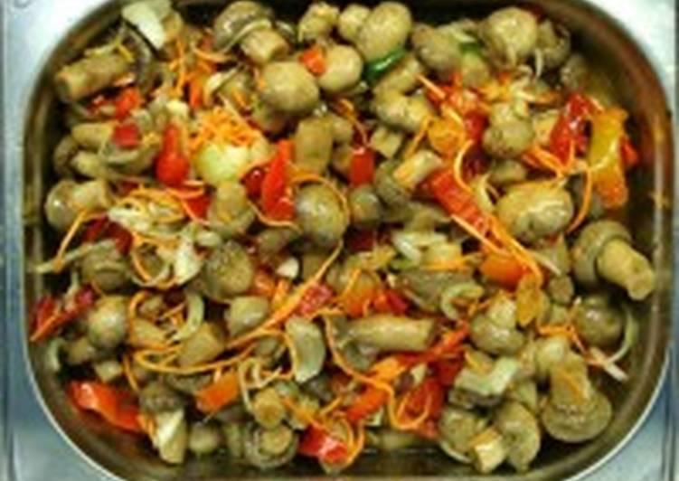 Салат из маринованных грибов с рыбой
