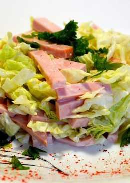 Простой салат из пекинской капусты и колбасы