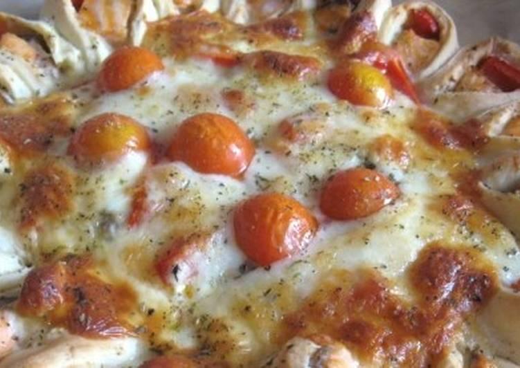 Открытый рыбный пирог с сыром и овощами