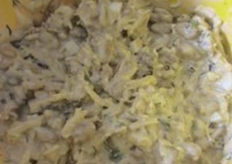 Салат с сыром, чесноком, яйцами и фасолью