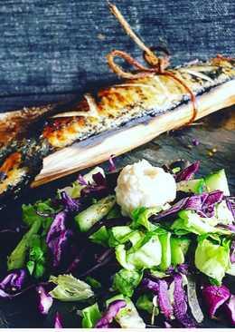 Скумбрия на гриле с салатом из капусты