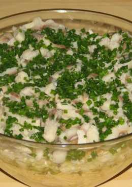 Салат из сельди с яблоком и маринованными огурчиками