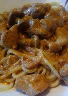 Спагетти с курицей и лисичками в сметанном соусе