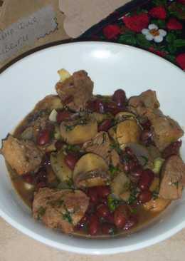 Фасоль со свининой и грибами в соусе Ткемали