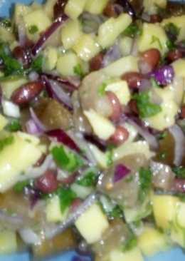Постный салат с фасолью и маринованными баклажанами