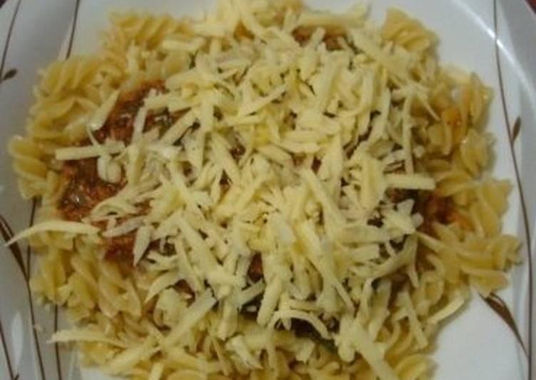 Соус томатный к макаронам с тунцом и луком