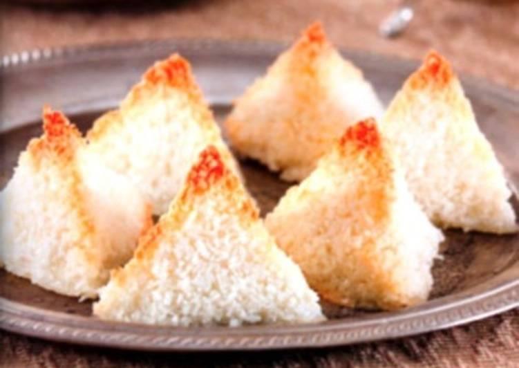 Праздничный десерт «Снежные пирамидки»