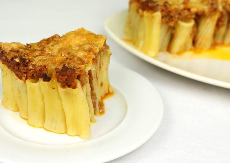 Пирог из макарон ригатони с сыром и фаршем
