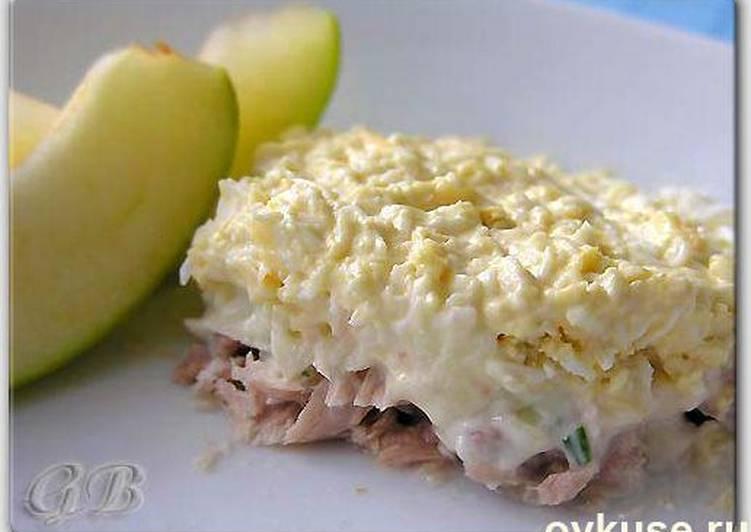 Салат со скумбрией консервированной с фото