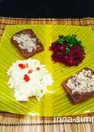 Лёгкий обед из свекольной икры, салата из яблок с сельдереем и чесночными гренками