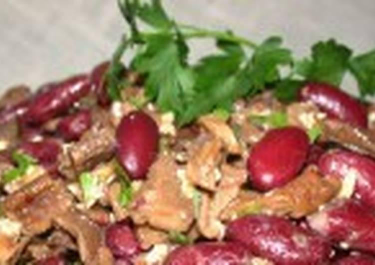 Фасолевый салат с орехами и грибами постный